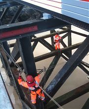 Rigging traverse lines for access to structural steelwork